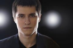 Portrait de jeune homme d'affaires adulte dans le costume Photographie stock libre de droits