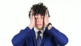 Portrait de jeune homme d'affaires fâché, fond blanc banque de vidéos