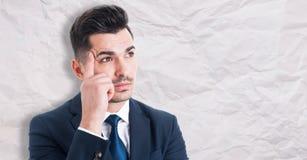 Portrait de jeune homme d'affaires songeur image libre de droits