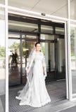 Portrait de jeune jeune mariée magnifique à l'intérieur photos libres de droits