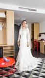 Portrait de jeune jeune mariée magnifique images stock