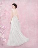 Portrait de jeune mariée dans le studio romantique Images stock