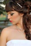 Portrait de jeune mariée sexy avec le maquillage parfait de mariage Image libre de droits
