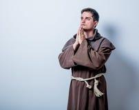 Portrait de jeune moine catholique Photo stock