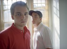 Portrait de jeunes amis masculins Photographie stock libre de droits