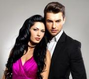 Portrait de jeunes beaux couples dans l'amour Images stock