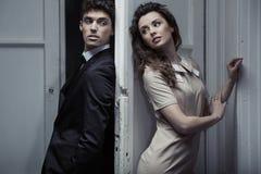 Portrait de jeunes couples élégants images libres de droits