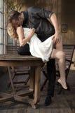 Portrait de jeunes couples dans la pose d'amour Photos stock