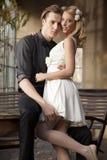 Portrait de jeunes couples dans la pose d'amour Photo stock