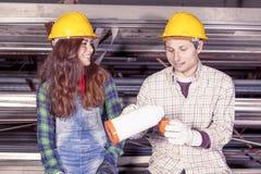 Portrait de jeunes couples des travailleurs Photo stock