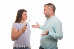 Portrait de jeunes couples heureux tenant le tournevis images libres de droits