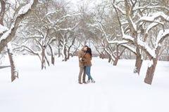 Portrait de jeunes couples sensuels Amour et baiser Images libres de droits