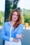Portrait de jolie femme d'affaires avec des clés Image libre de droits