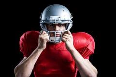Portrait de joueur de football américain tenant le casque photos libres de droits