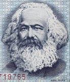 Portrait de Karl Marx sur le billet de banque 1975 de mark de l'Allemand de l'Est 100 étroit Photos stock