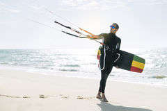 Portrait de kitesurfer beau d'homme Photo stock