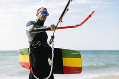 Portrait de kitesurfer beau d'homme Photos libres de droits