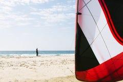 Portrait de kitesurfer beau d'homme Images libres de droits