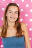 Portrait de l'adolescence de fille sur le rose Photos stock