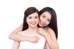 Portrait de l'adolescence de soeurs sur le blanc Photos libres de droits