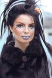 Portrait de l'adolescence punk de fille de mode de beauté avec le maquillage et la roche d'art Image libre de droits