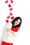 Portrait de l'amour et femme de jour de valentines tenant le sourire de coeur Photos libres de droits