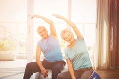 Portrait de l'exercice supérieur heureux de couples Photo libre de droits