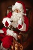 Portrait de l'homme en Santa Claus Costume Photographie stock libre de droits