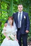 Portrait de l'homme et de femme dans le jardin une fois marié Image stock