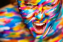 Portrait de la belle fille intelligente avec l'art photographie stock libre de droits