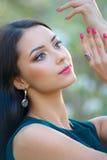 Portrait de la belle mode modèle de collection de ressort d'usage de femme Image stock