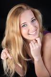 Portrait de la blonde aux cheveux longs Photographie stock libre de droits