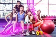 Portrait de la classe de sourire de forme physique posant ensemble Image libre de droits