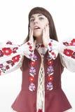 Portrait de la femelle émotive caucasienne démontrant l'exclamation faciale positive Photo libre de droits