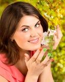 Portrait de la femme heureuse Photographie stock libre de droits