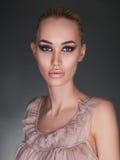 Portrait de la fille modèle avec les lèvres sexy Photographie stock