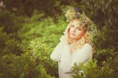 Portrait de la jeune belle femme Photo stock