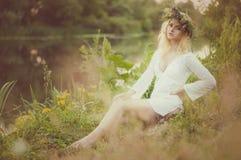Portrait de la jeune belle femme Photographie stock libre de droits