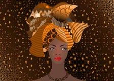 Portrait de la jeune femme africaine dans un turban coloré Enveloppez la mode d'Afro, Ankara, Kente, kitenge, robes africaines de Images stock