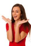 Portrait de la jeune femme enthousiaste d'affaires d'isolement au-dessus du CCB blanc Photo stock