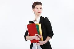 Portrait de la jeune femme heureuse d'affaires d'isolement sur le backgro blanc Photos libres de droits