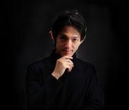 Portrait de la pensée belle de jeune homme photos libres de droits