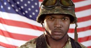 Portrait de la position militaire de soldat clips vidéos