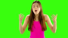 Portrait de longueur de Chromakey de beau et heureux rire de femme banque de vidéos