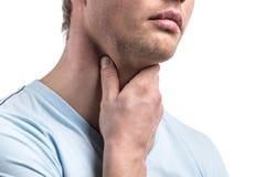 Portrait de mâle malade beau avec douleur dans la gorge photos stock