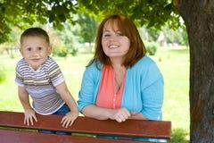 Portrait de mère avec le fils de quatre ans Photos stock
