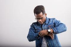 Portrait de m?le d'Afro-am?ricain dans le studio images libres de droits