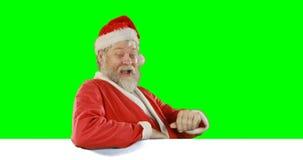 Portrait de main de ondulation heureuse du père noël banque de vidéos
