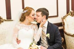 Portrait de marié et de jeune mariée photographie stock libre de droits