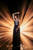 Portrait de mode d'art de belle fille de jeune femme avec le tribal c image stock